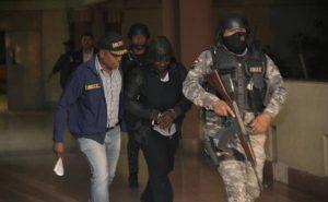 Vídeo: Trasladan a La Soga al Palacio de Justicia de Santiago