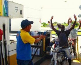 Gobierno baja RD$3.00 al gas propano y sube RD$2.00 a las gasolinas