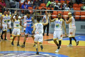 GUG pica delante en el inicio de la semifinal del Baloncesto Superior de Santiago