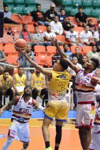 El Trillo Kelvin Tavárez pone a GUG delante en Semifinal Basket