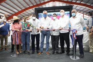 Presidente Abinader reinaugura el Club Deportivo y Cultural San Lázaro